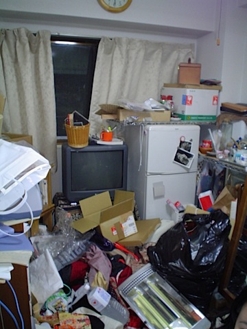 200907_messy_room5.jpg